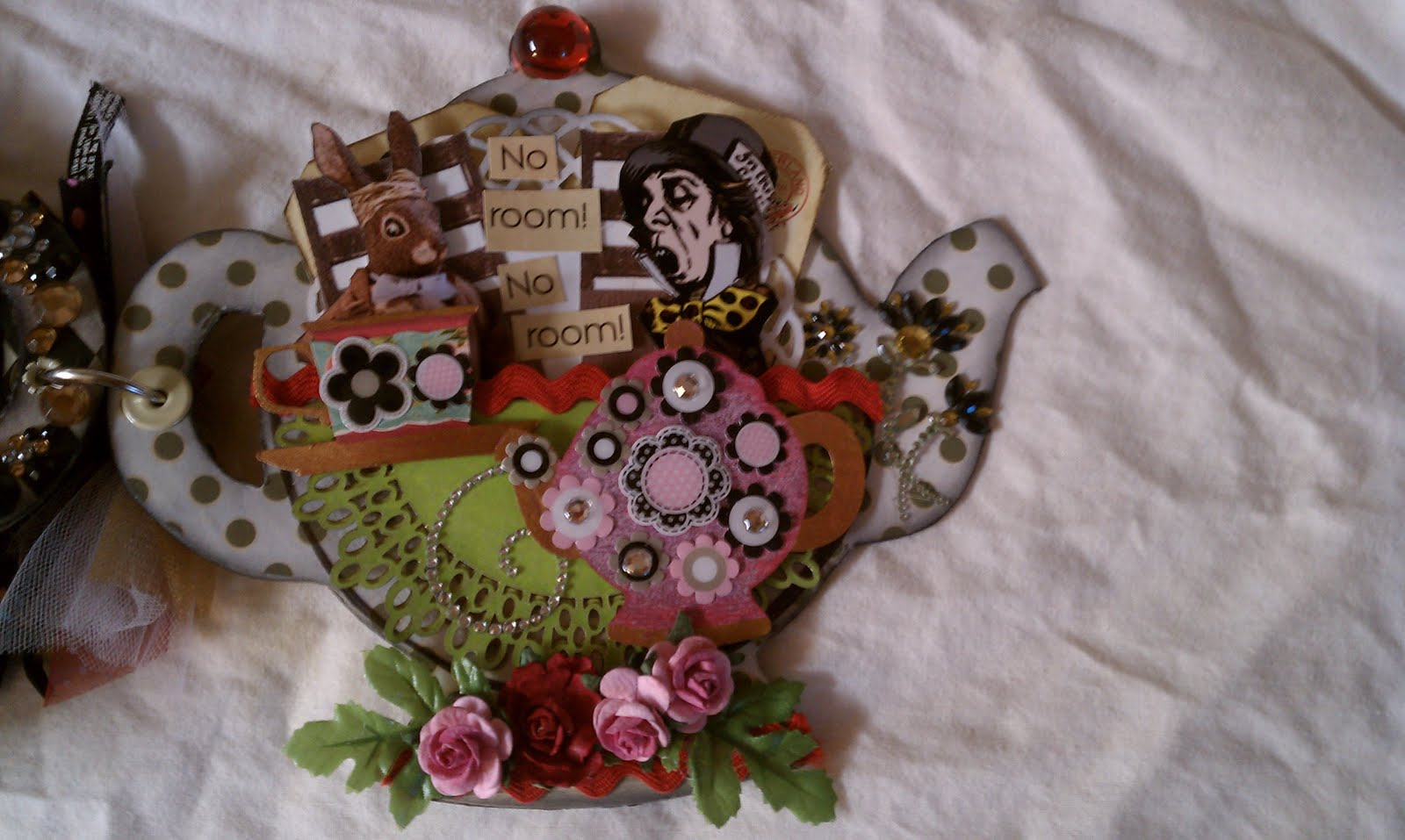 Shelbydoodle designs mini album alice in wonderland Alice and wonderland art projects