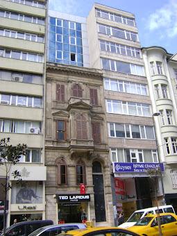 Halaskargazi Caddesi'nden