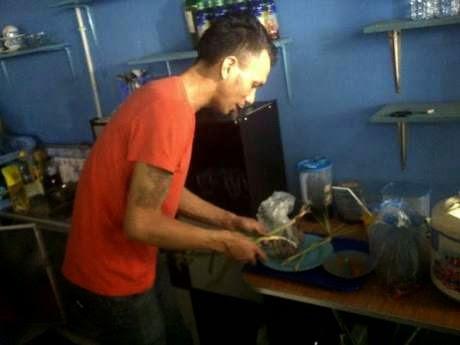 Sudah Tak Laku, Norman Kamaru Jadi Tukang Bubur