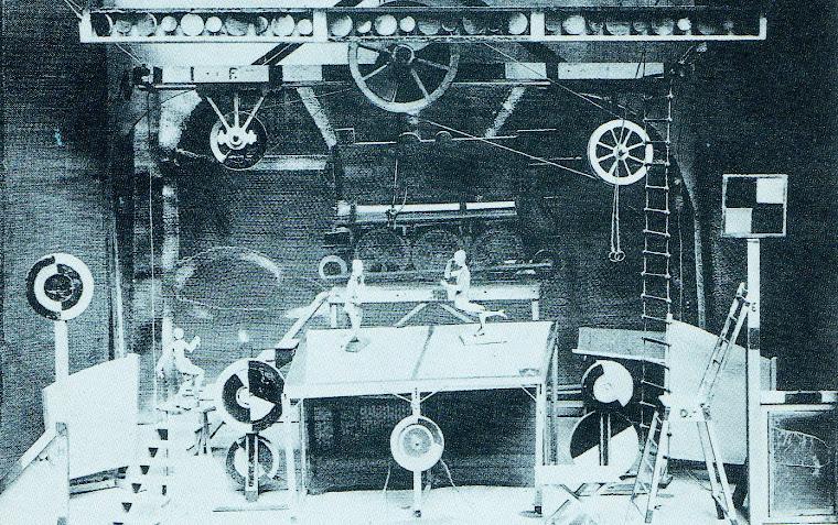 Cenário de Georgy Bogdanovitch Yaculov e Sergey Prokofiev, para O Passo de Aço (Paris,1927).