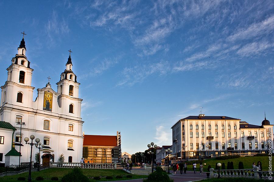 Минск. Верхний город. Собор Сошествия Святого Духа, гостиный двор