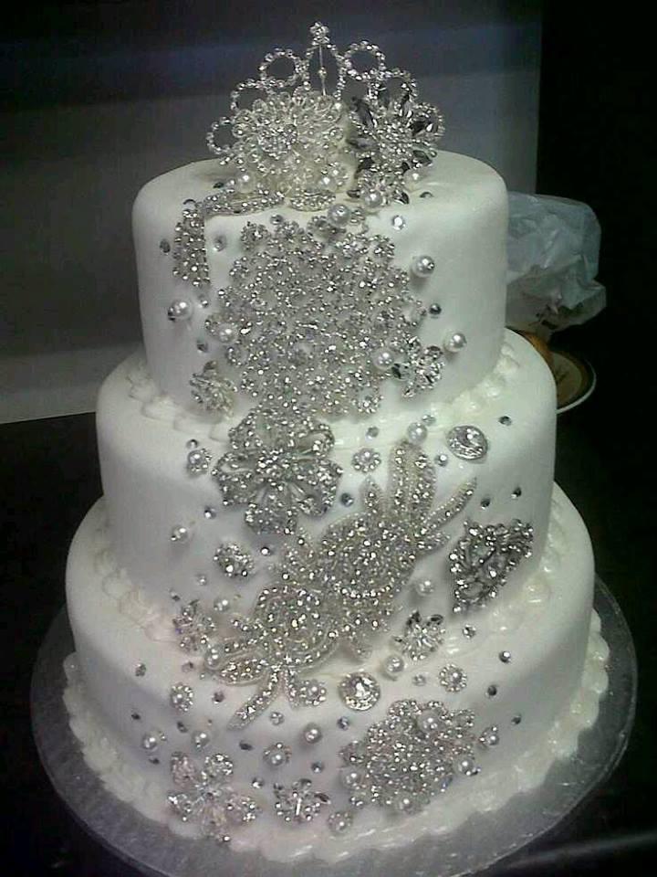 pastel de bodas de fondant con pedrera