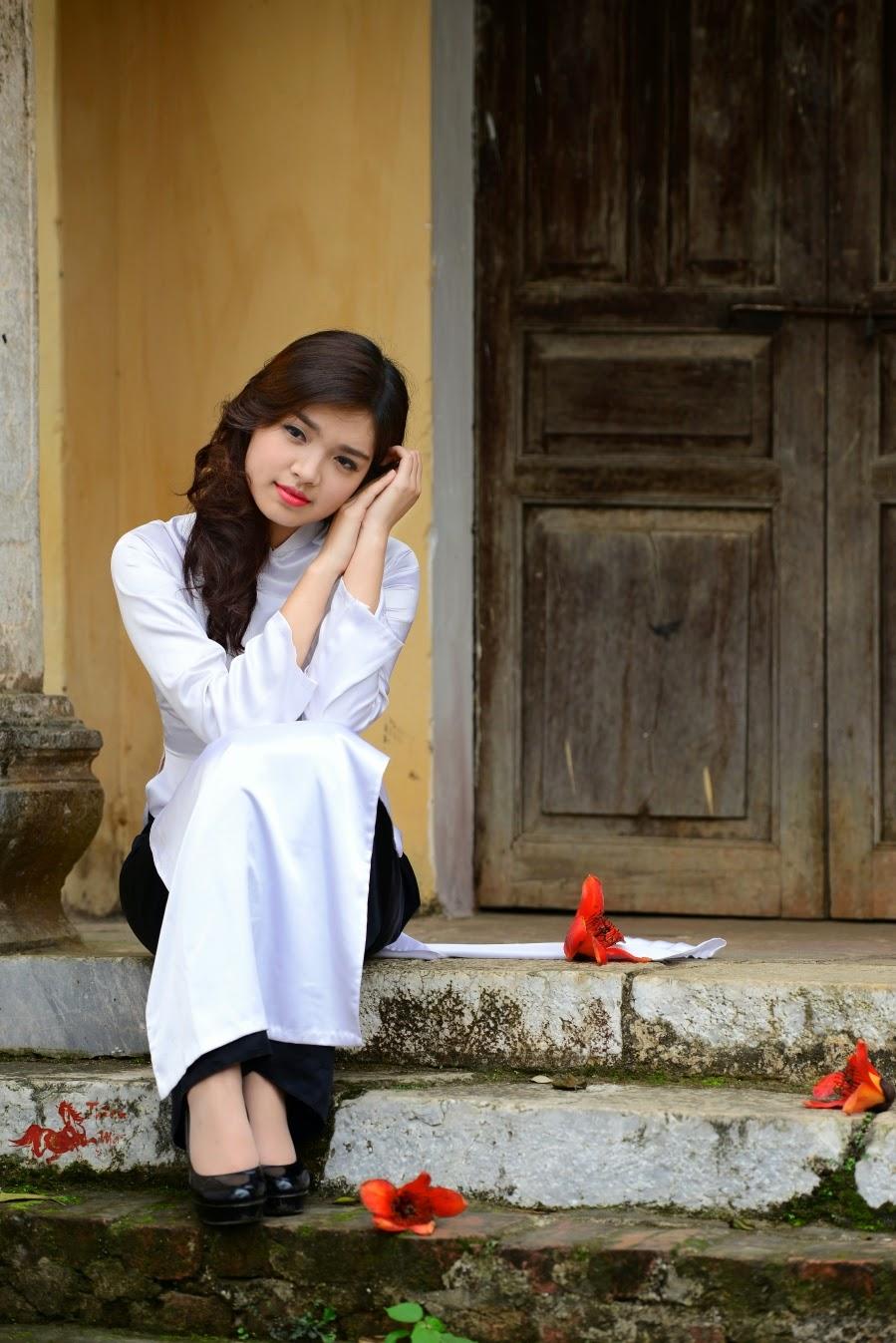 Gái xinh dịu dàng trong tà áo dài trắng tinh khôi