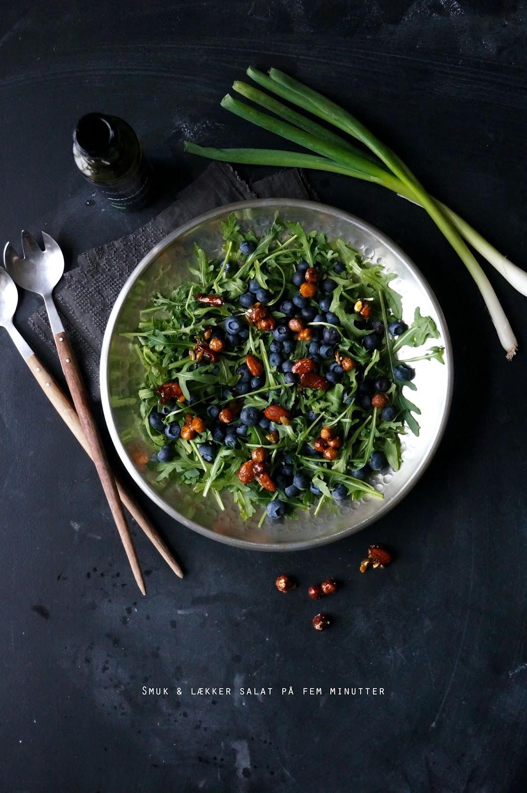 Nem salat med blåbær og glaserede nødder - mit livs kogebog