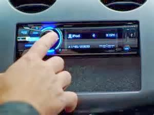 Terdapat beberapa langkah yang tidak sama untuk menghubungkan iPod Anda ke system audio mobil Anda. Disini saya tuliskan 5 Cara Menghubungkan iPod ke sistem audio Mobil.