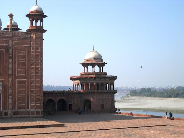 мечеть рядом с Тадж-махалом