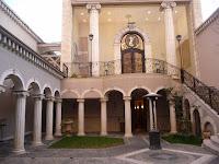 北山ル・アンジェ教会の中庭