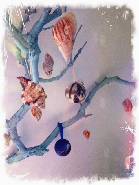 "After spending a vacation at sea, I want to keep in your memory heat from the sun and a pleasant stay. And of course memories of it can be extended if to grab a shell as a souvenir. This is how to take a picture with a piece of the sea. And in the winter you can remember summer. Attach a shell to your ear and listen to the sound of the surf ... in these moments feel like a child and unwittingly feel the warmth of the sun the sea. We collect sea shells of different shapes and sizes, beautiful pebbles with whimsical patterns, and other seafood. Beauty mesmerizing sea shells and many peoples is a symbol of wealth and happiness. Bilateral sink symbolizes health and fertility, and twisted - a symbol of good luck and prosperity. All this ""wealth"" should not lie on your shelf or in a closet aimlessly. Shellfish can be used in interior decoration, furniture and mirrors. There are no boundaries for the flight of your imagination. Material created by nature itself, will cost you less (if you eat it do not buy) and will delight you and your family. Today I made a very simple and cute Christmas ornaments made of shells. 1. My shells in soapy water; 2 . Dry the shells; 3 . Cut a suitable braid. In my case, the remnants of yarn; 4 . Using hot glue gun to shell braid.  And voila....  Decorative ornament ready. If desired, you can cover it with sequins or paint   Безмолвное море, лазурное море,  Стою очарован, над бездной твоей.  /В.Жуковский/  Проведя отпуск на море, хочется сохранить в своей памяти тепло солнечных лучей и приятные минуты отдыха. И конечно воспоминания о нем можно продлить, если прихватить с собой ракушки на память. Это как взять на память с собой кусочек моря. А зимой можно вспоминать лето. Приложить ракушку к уху и слушать шум морского прибоя … в такие моменты чувствуешь себя ребенком и невольно ощущаешь на себе тепло морского солнышка. Мы собираем на море ракушки разных форм и размеров, красивые камушки с причудливыми узорами, и прочие дары моря. Красота морски"