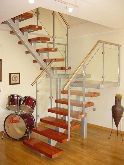Herreria lavalle escaleras y barandas for Madera para escaleras