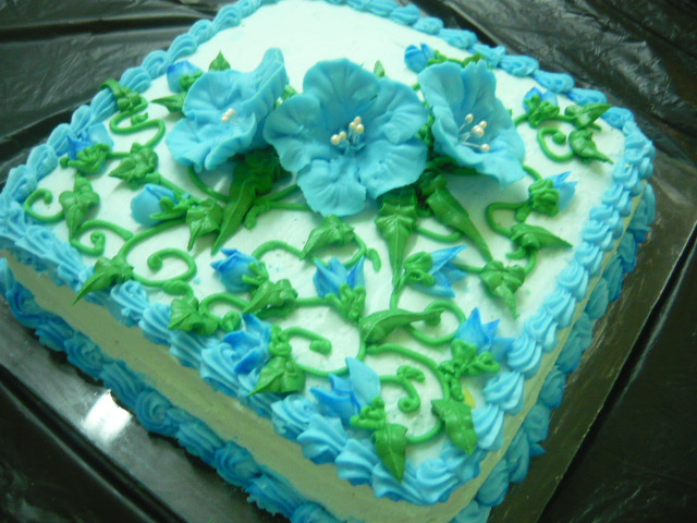 FOOD, DRINKS + PARTY: Petunias in Royal Icing