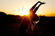 Cerraré los ojos, extenderé los brazos y seré libre(: