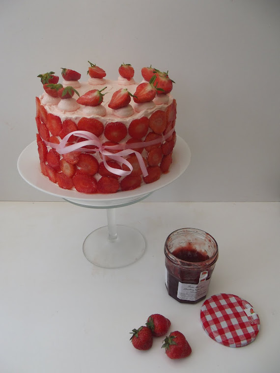 strawberry champagne gateaux !!!
