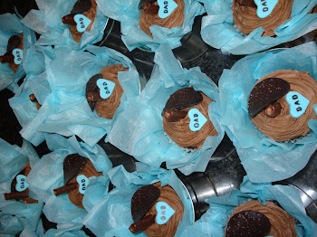 Father's Day Cupcakes in a tin