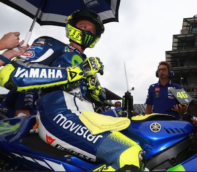 Rossi - Lorenzo Kini Mulai 'Saling Sikut'?