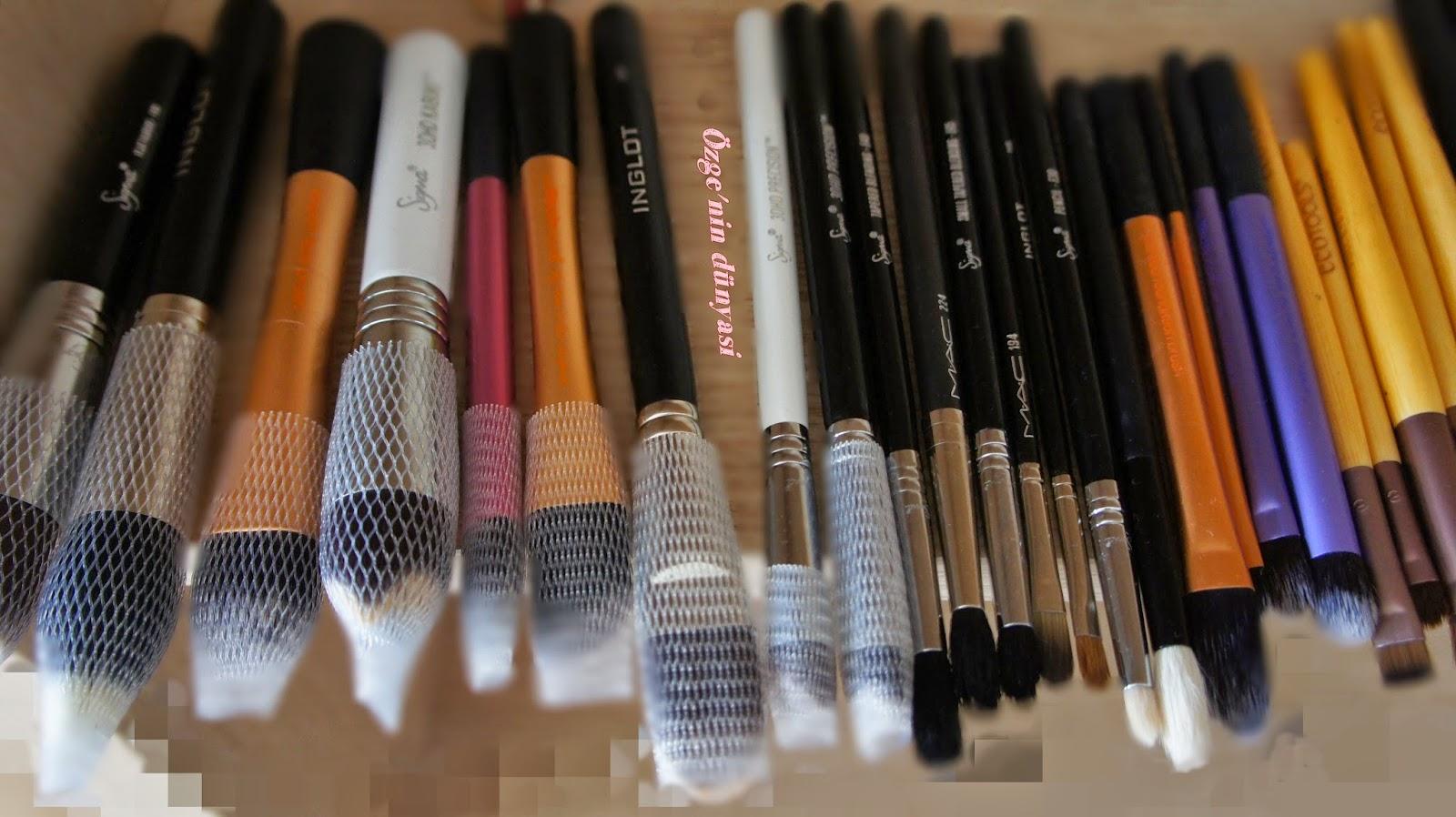 Makyaj Fırçalarınızı İki Dakikada Temizleyin