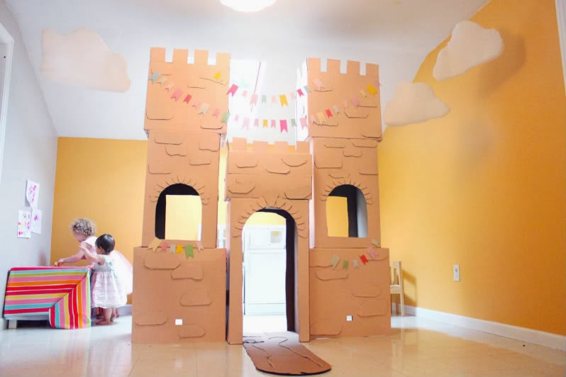 The imperfect housewife the diy cardboard princess castle for Castle made out of cardboard boxes