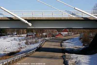 väg under bro