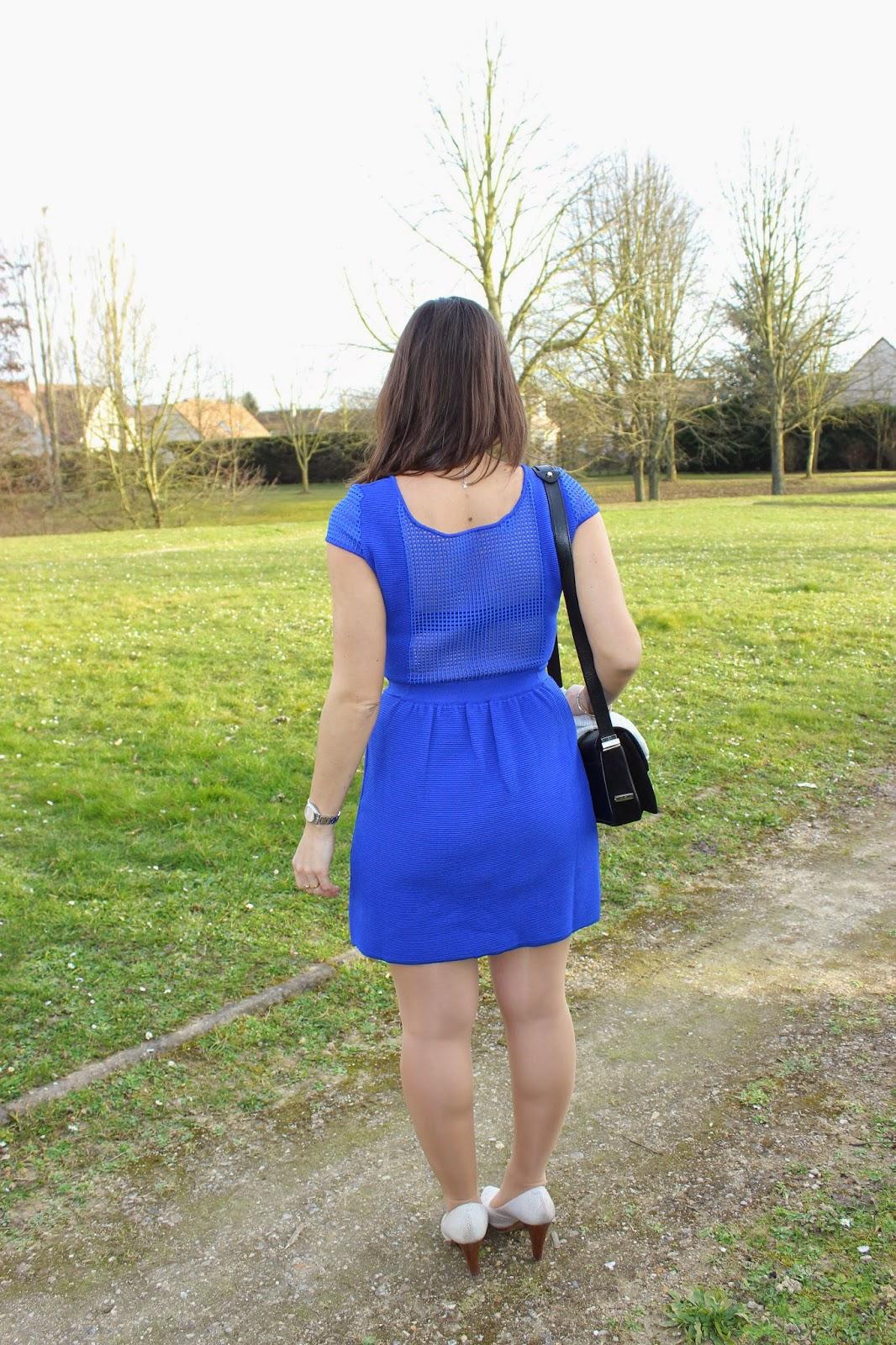 robe naf naf bleue, sac sandro actrice
