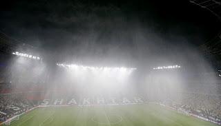 Fuerte tormenta causa suspensión del partido por 1 hora