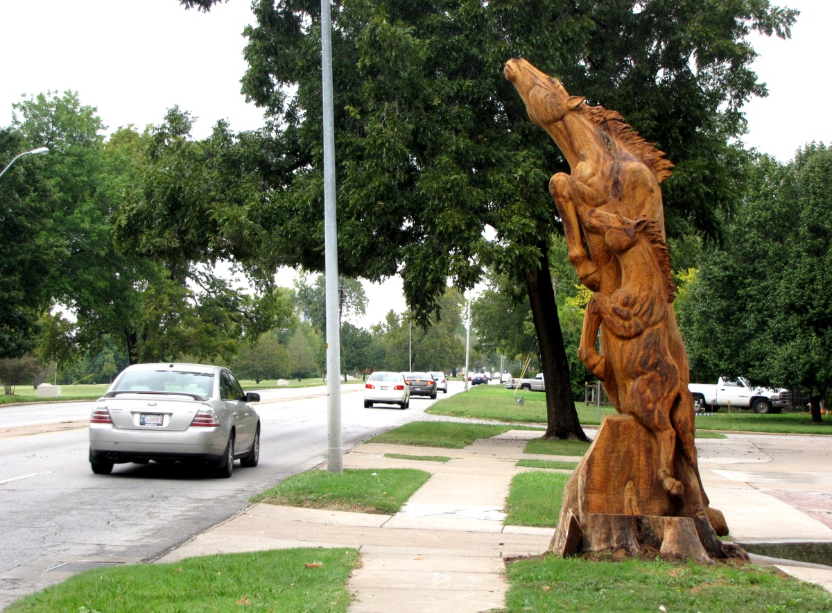 Tulsa gentleman chainsaw carving wild horses