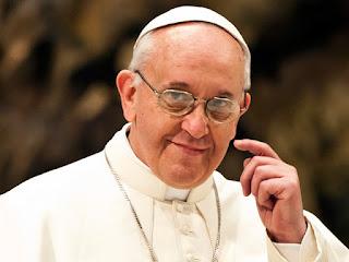 """""""A lei do Espírito Santo nos faz livres"""", destaca Papa em Missa"""
