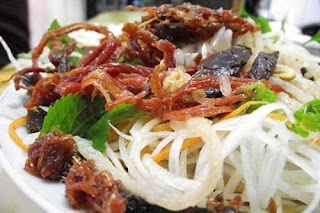 Green Papaya Salad with Beef Jerky Recipe (Goi Du Du Kho Bo)