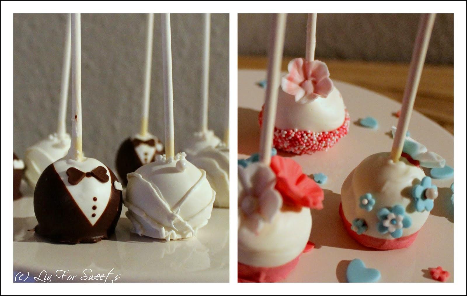 Cake-Pops in Form von Bräutigam und Braut sowie mit einer Deko aus Fondantblumen und Zuckerperlen