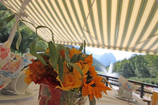 Sommerblumen für eine Sommerhochzeit am Riessersee in orange, gelb, rot