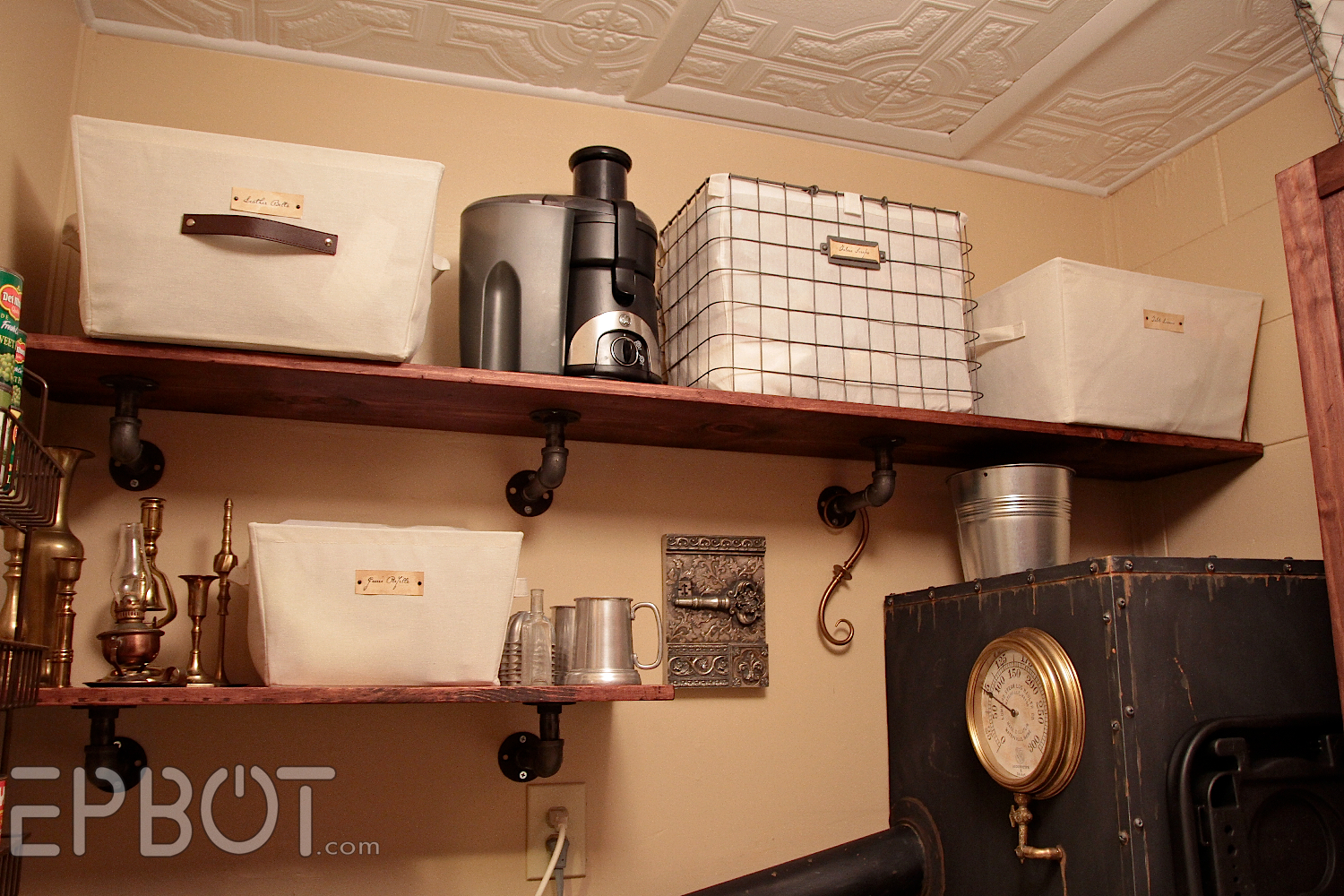 Easy DIY Industrial Pipe Shelving