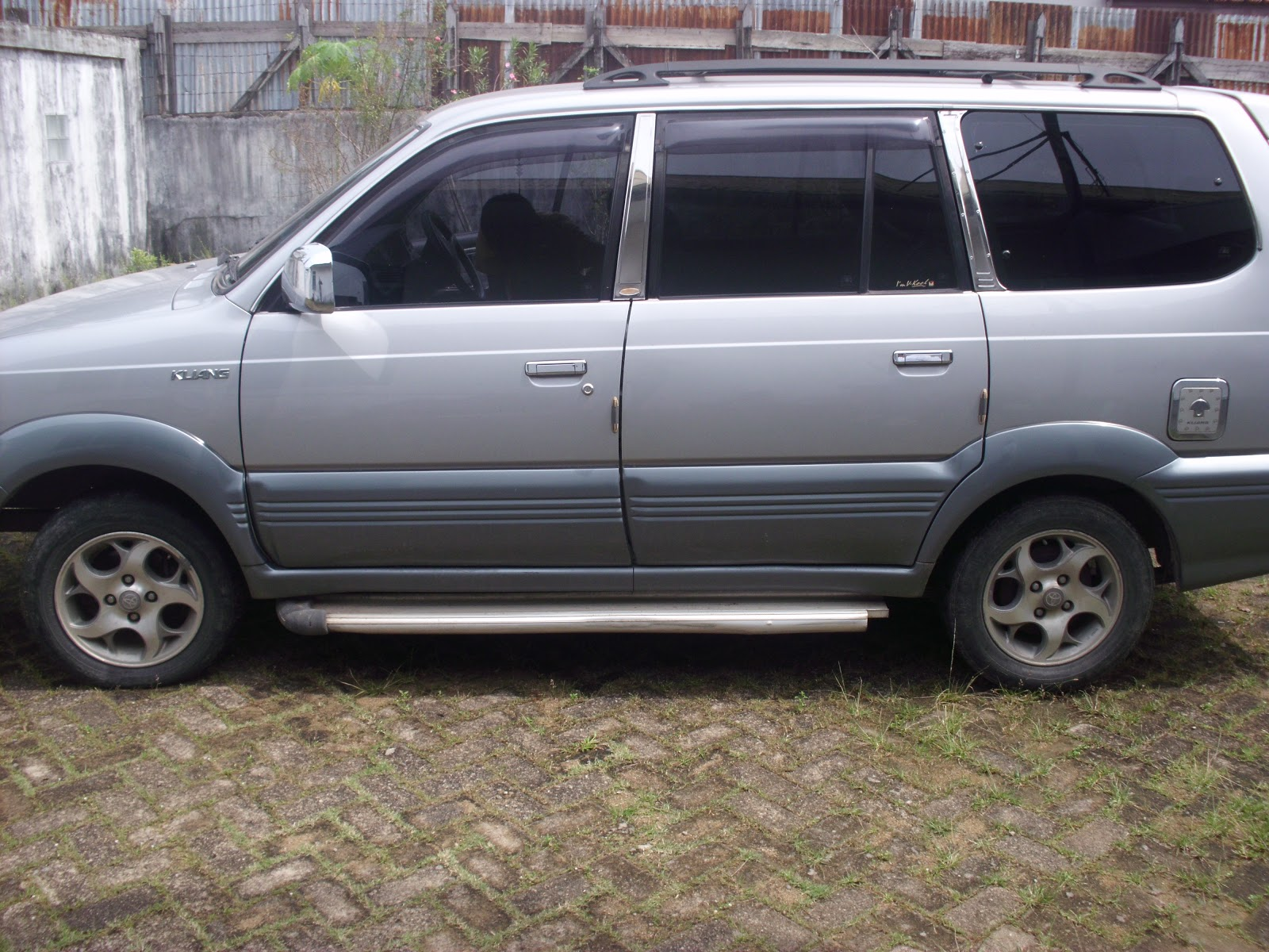 bursa mobil bekas pontianak toyota kijang krista 2002 manual silver metalik harga mobil rp. Black Bedroom Furniture Sets. Home Design Ideas
