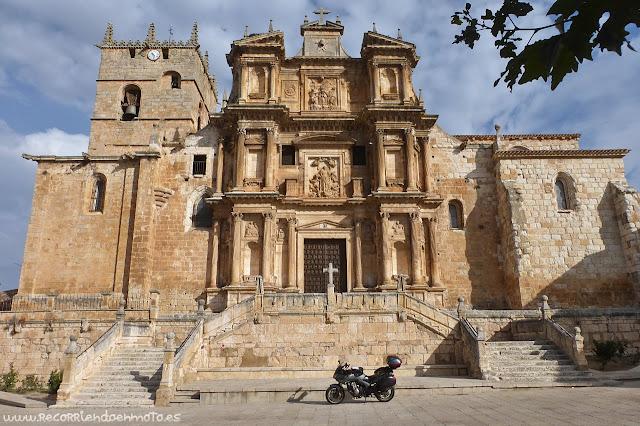 Fachada Iglesia de Sta María, Gumiel de Izan