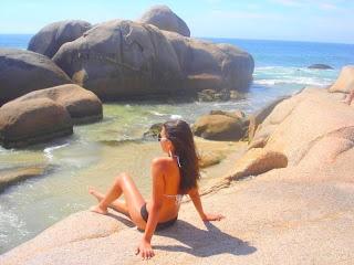 Fotos Fake Mulheres Morenas De Costas Na Praia E Piscina