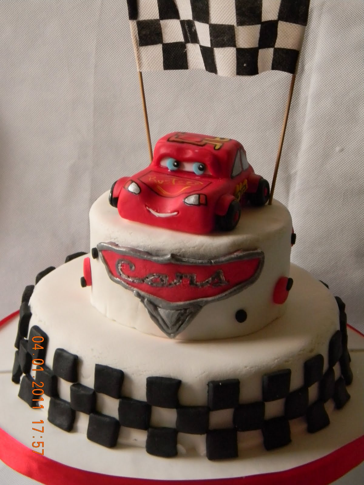 Una Hermosa torta de Cars, para un pequeo bombon de 5 aos