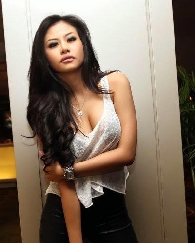 Model Seksi Yang Kini Merambah Dunia Disc Jockey Dj Ria Winata Rupanya Kepincut Juga Dengan Sosok