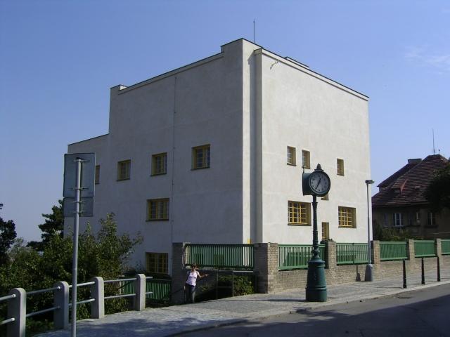 Grafik 2.5_16, Foto: Haus Müller In Prag, Internetseite Hans Zirngast, ...