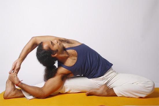 Janu Sirsasana adhara yoga: Diccionar...