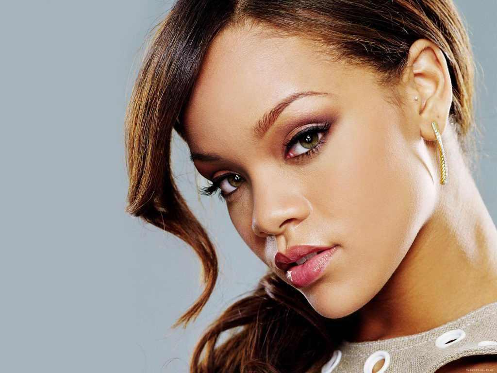 http://2.bp.blogspot.com/-dvW0BrDy3iQ/TjEKxnIZ1_I/AAAAAAAAKzQ/X3OTM0ipEF0/s1600/Rihanna-25.jpg