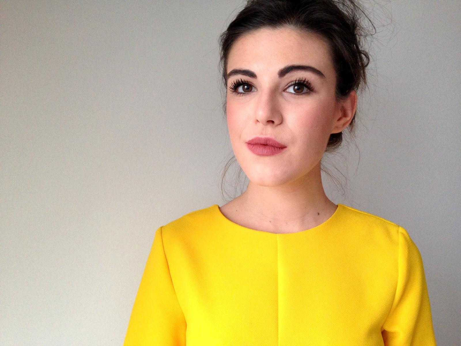 quel maquillage adopter avec une robe jaune - Quelle Couleur Va Avec Le Jaune