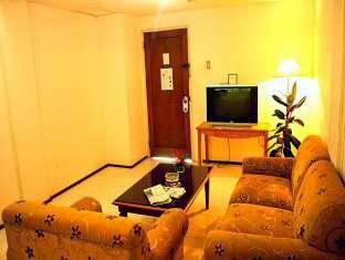 Ruang Tamu Kamar Di Hotel Royal Haji Djuanda 169 156 Dago Bandung Penginapan Murah Dekat