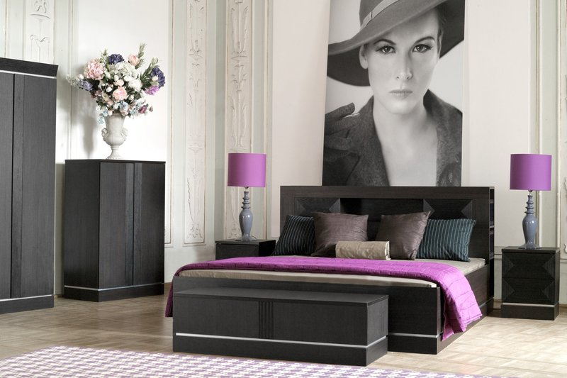 Dormitorios morados ideas para decorar dormitorios con for Decorar paredes de habitacion