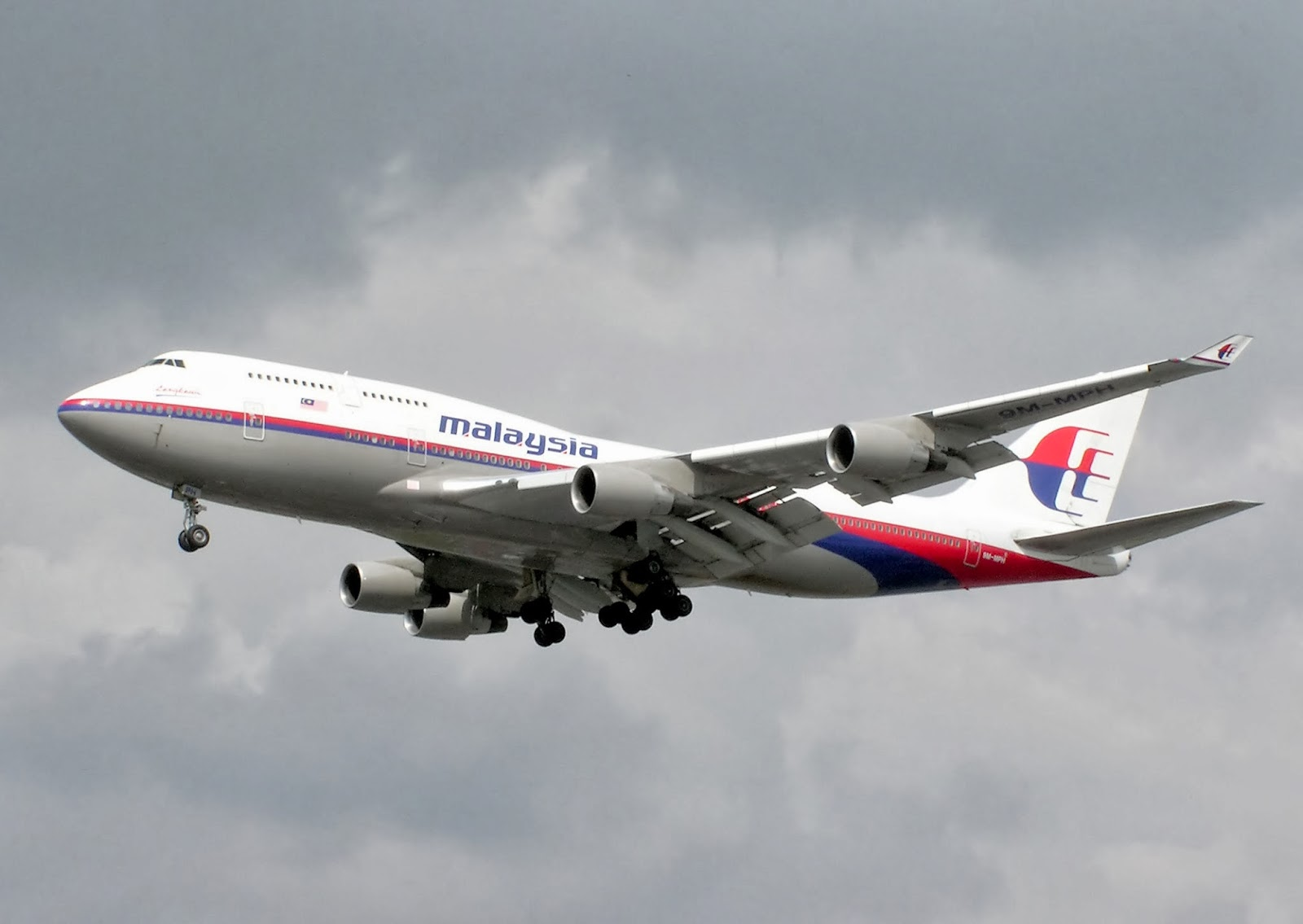 Bizarre: Missing Malaysia Airlines Passengers' Phones ring, But No One Answers