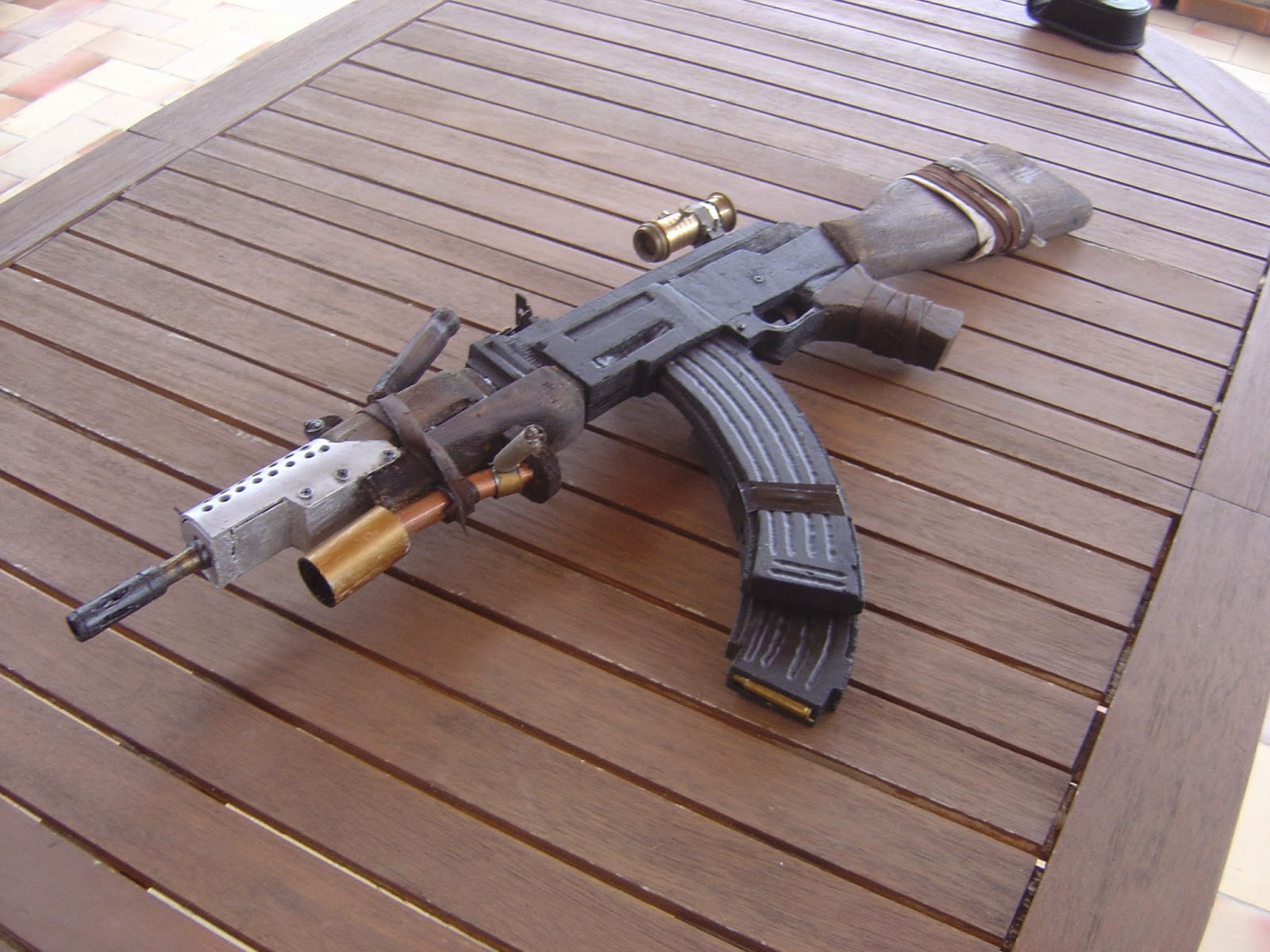 ak-47 tom raider
