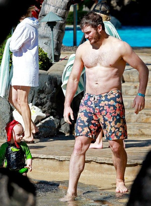 We all know that AnnaFaris got a body made for a two-piece - it's one of our favourite, Ha!  And Anna made for a pretty picture at Hawaii, USA on Tuesday, December 2, 2014 while enjoying a holiday with husband, Chris Pratt and their children.