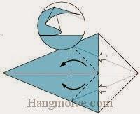 Bước 3: Từ vị trí mũi tên, mở hai lớp giấy, kéo và gấp về phía bên trái.