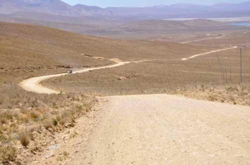 Oliva pide apoyo al Gobierno para terminar vía a Yunchará