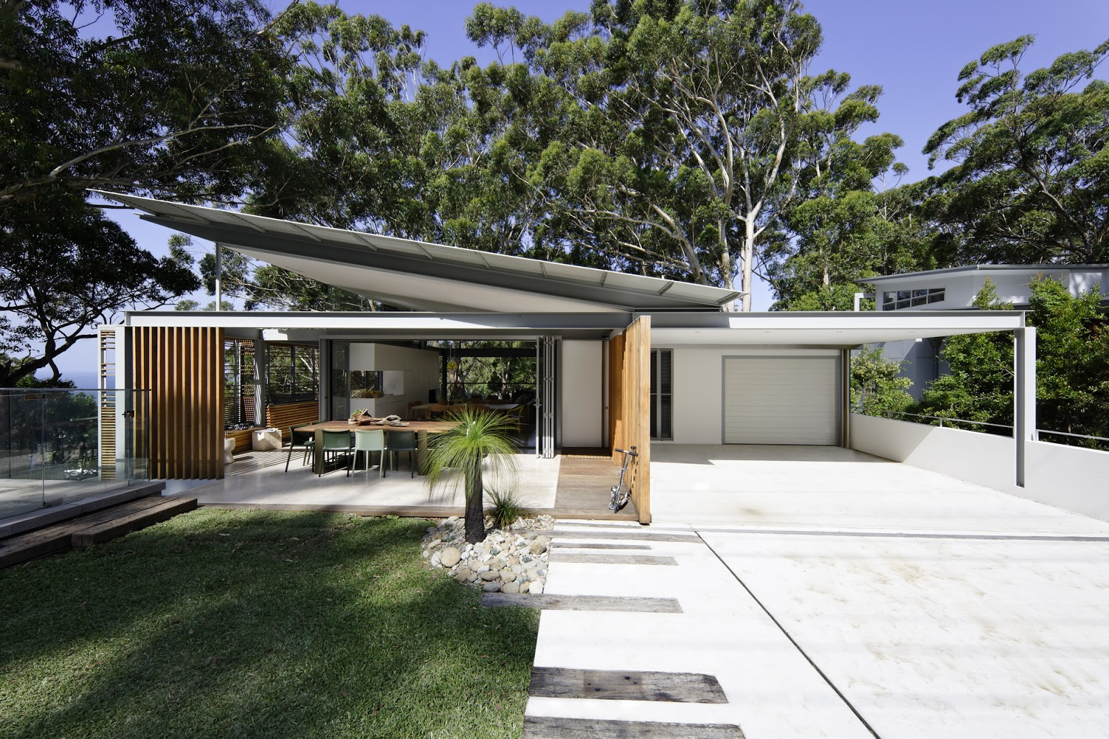 Minosa saville isaac architecture avoca beach house for Best home designs nsw