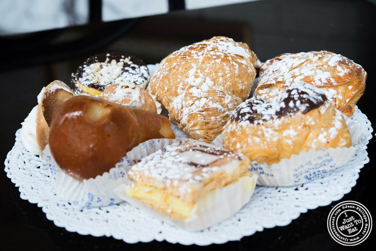 image of pastries at Fortunato Brothers, Italian Bakery in Williamburg, Brooklyn, NY