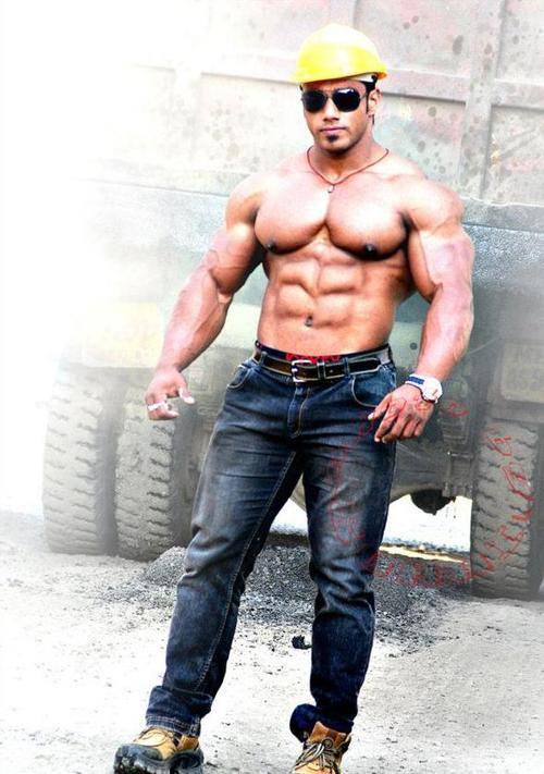 indian bodubuilder pose - punjabi bodybuilders