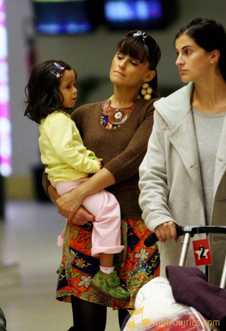 Photo of Nelly Furtado & her Daughter  Nevis Gahunia