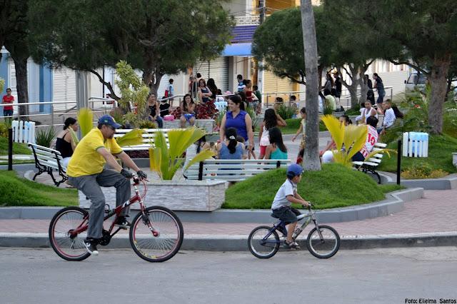 Esporte e Lazer na Praça: Família em passeio de bicicleta no último domingo 02/08/2015